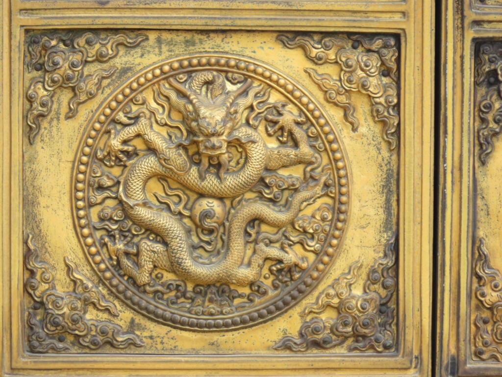 Porte avec un dragon