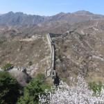 Muraille serpentant dans les collines