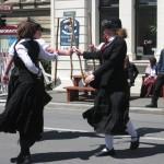 Oamaru - Un groupe de danseuses au baton